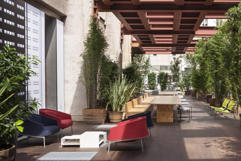 opening velasca piazza velasca living divani. Black Bedroom Furniture Sets. Home Design Ideas