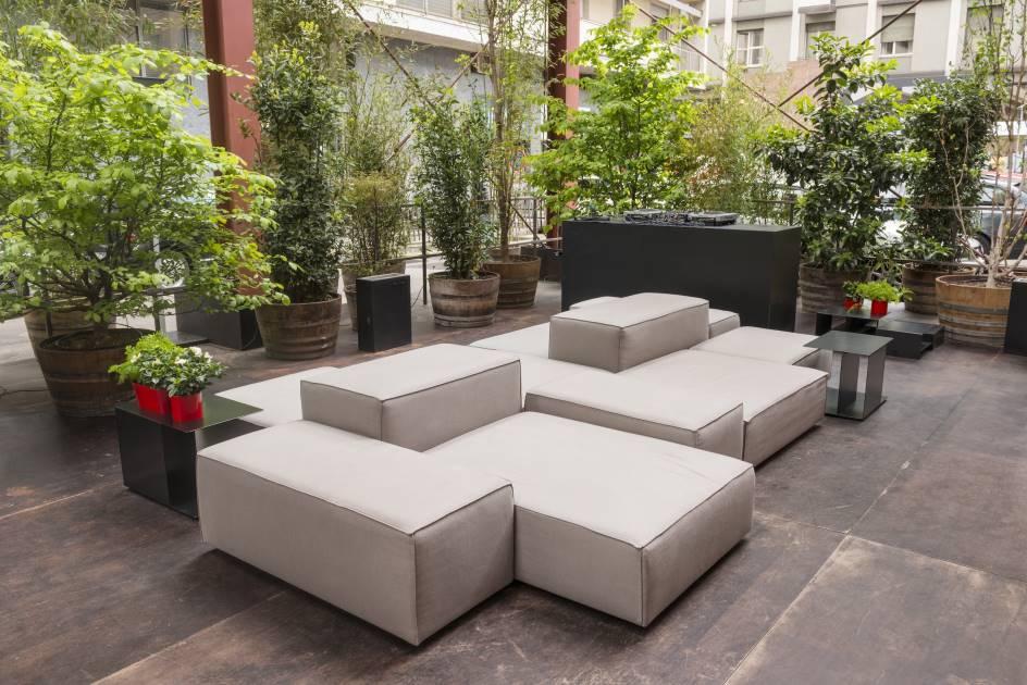 outdoor torre velasca living divani. Black Bedroom Furniture Sets. Home Design Ideas