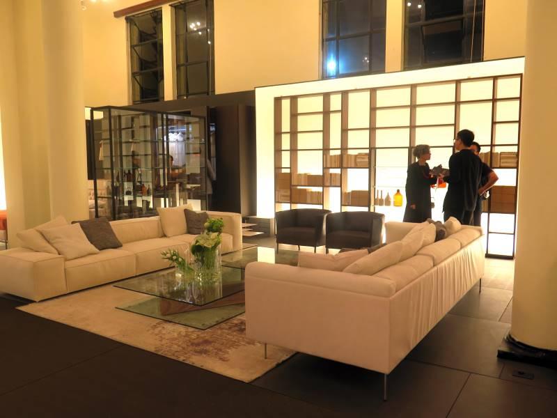 Salone del mobile milano shanghai living divani for Salone del mobile milano biglietti omaggio